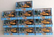 1 case of 10 MotorMax American Graffiti, Ford Crown Victoria dioramas 1:64 scale