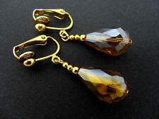 A PAIR OF GOLD TONE AMBER GLASS CRYSTAL TEARDROP CLIP ON EARRINGS. NEW.