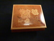 Vintage Reuge Sorrento Music Box Floral Inlay    VERY SWEET  Song is REALEASE ME