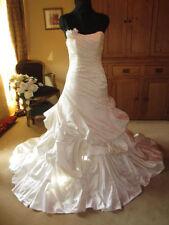 Satin Scoop Neck A-line Sleeveless Wedding Dresses