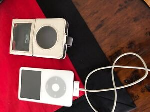 Apple iPod Classic White (30 GB) with leather case