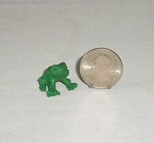 Dollhouse MINIATURE Plastic Toy Frog Animal Figurine Fairy Garden Craft Green