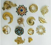 14 Signed Brooches/Pins Monet/Coro/Sarah Coventry/Trifar/Usner Gold Tone Lot