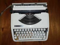 Hermes vintage typewriter english keys with top white good condition