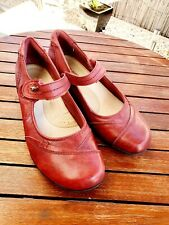 PLANET SHOES Size 8.5 Red Helen Mary Jane Red Leather Strap Closed Toe Low Heel