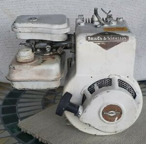 Briggs & Stratton  B&S 2 hp Gas engine easy spin 60102 Horizontal 1964 white
