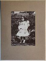 Kleines Mädchen Im Garten Fotografie Vintage PL34L5P2