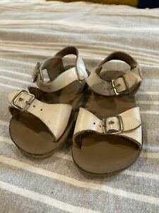 White Toddler Girl Sandals Sun San Surfers, Size 6 Play Condition