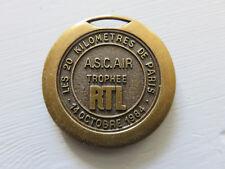 Médaille Breloque Insigne Sportive les 20 km de Paris ASCAIR RTL 14 Oct.1984
