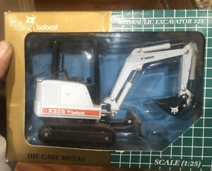 Bobcat Hydraulic Excavator x325 1/25 scale Die-Cast Replica 325 [melroe]