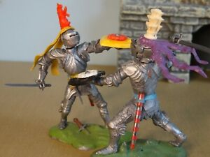 BRITAINS SWOPPET KNIGHTS, 2 FIGHTING WITH SWORDS, Toy Soldiers, CLEAN & COMPLETE