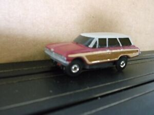Aurora vibrator Ford Country Squire wagon dark red/tan (reproduction) BODY ONLY