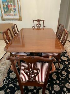 Mahogany dining table 8 chairs two leaves 68X46 or 9 feet