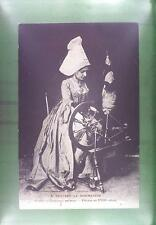 CPA France Normandie Costume Folk Folklore Tracht Traditional Spinning Wool 2143