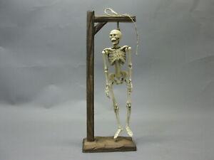 Gusseisen Skelett Skull  Knochenotto am Galgen  40 cm