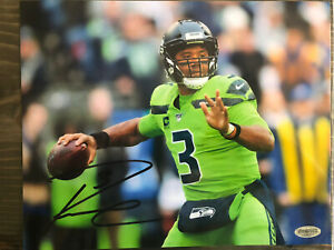Russell Wilson Signed Photo (COA)