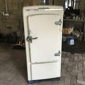 """1940's  """"Silent Knight"""" Fridge- Works Brilliantly Free delivery"""