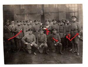 Original Foto FREIKORPS  WEHRWOLF mit Fahne , Flagge , TK Abzeichen. Werwolf