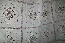 Nappe-dessus de lit très ancien,superbes broderies main et dentelle à l'aiguille