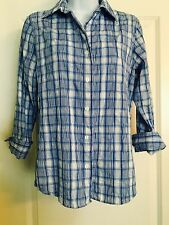 FOXCROFT BLUE AND WHITE FITTED WRINKLE FREE BUTTON UP BLOUSE SZ 2* B6
