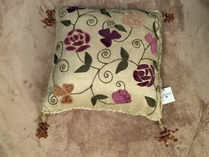 """NWT Vintage Bombay 16"""" Pillow Wild Rose Silk/Poly Beaded Tassels"""
