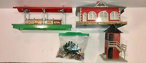 Lionel Train Station Items - 156, Mt Clemens, Girard & Accessories - Post War
