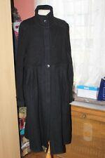 CHACOK  superbe manteau  en laine noir avec incrustations bleues à l'arrière  T3