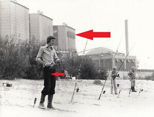 S13, Kernkraftwerk Stad Unterelbe mit Anglern davor, Pressefoto 80er Jahre !