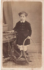 Photo cdv : L.Bourgoin ; Petit garçon avec arceau et corde à sauter en mains