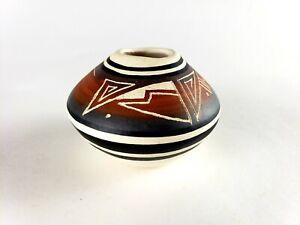 "Southwest Navajo Pottery Small Vase Signed 3"" x 2.5"" Beautiful"