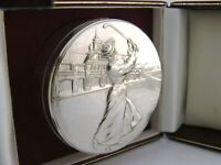CASED ENGLISH SOLID SILVER TABLE TRINKET BOX LADY GOLFER LONDON 1994 68g 2.25ins