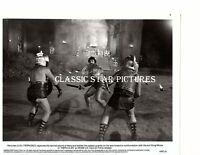 R583 Lou Ferrigno captures sacred sword of Hera Hercules 1983 8x10 vintage photo