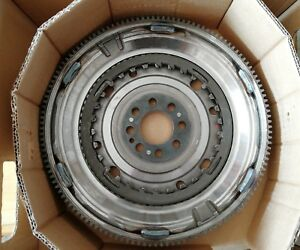 LuK Dual Mass Flywheel for Audi A3 Skoda Octavia VW Golf VI Passat