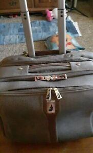 "LONDON FOG 15"" Wheeled Carry On Luggage ~ Weekender Bag green"