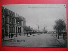 SAINT-NAZAIRE  :  L'Hôtel des Postes et Paquebot Quittant le Port.