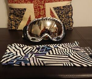 Womens Oakley Ski Snowboard Goggles With Sleeve