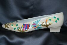 Margaret Jerrold shoes Sz 10 Narrow pearl Leather colorful appliqued fish 1�Heel