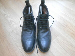 CLARKS BLACK LEATHER HIGH TOP BOOTS  SIZE UK 8  VGC