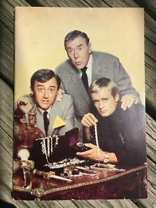 """RARE 1966 MAN FROM UNCLE Inner Circle FAN CLUB Publication 32 page 6 x 8 1/2"""""""