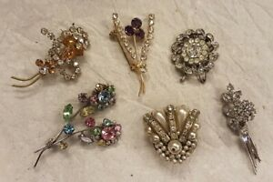 Bundle of 6 assorted vintage to modern brooches, Lot #11