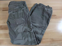 American Eagle Womens Camo Cargo Khaki Cropped Ankle Pants Size14 Measure 32x30