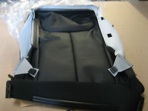 NEW GENUINE VW PASSAT RIGHT FRONT LEATHER SEAT BASE COVER BLACK 3C0881406BAVBS