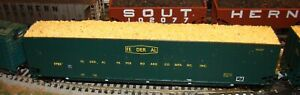HO scale LBF Federal Paper Board 8200 CF wood chip hopper with load