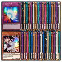 Yugioh Karten Sammlung - 100 Karten - Super Ultra Rare Holo Deck Display Booster