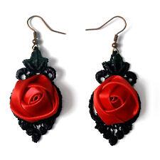 boucles d'oreilles Gothique victoriennes dentelle noire rose satin rouge vif