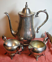 ONEIDA Wm A ROGERS 3 Pc Silverplate Tea Set Coffee Pot Creamer Sugar Vintage USA
