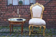 Chaise doré à la feuille d'or tissues damas beige claire d'un château à Bordeaux