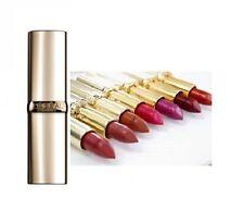 Maquillage des lèvres rouges L'Oréal hypoallergénique