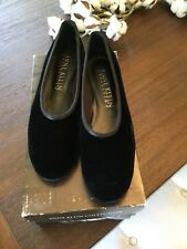 ANNE KLEIN COLLECTION BLACK VELVET FLATS SIZE 9