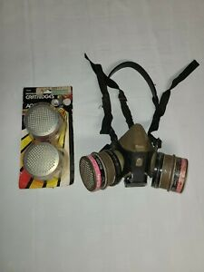 AO Safety 50302 Size Medium Respirator Mask w/2 New Replacement Filters